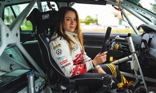 """Carrie Schreiner: """"Als Frau im Motorsport muss man sich durchsetzen"""""""