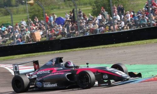 British Formula 4: Carrie Schreiner rast nur ganz knapp am Podium vorbei