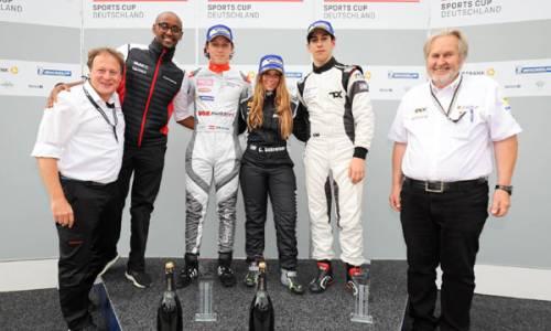 Porsche Sports Cup: Carrie Schreiner schreibt mit Sieg Geschichte